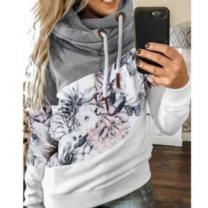 🎉HP🎉Colorblock Pullover Floral Sweatshirt
